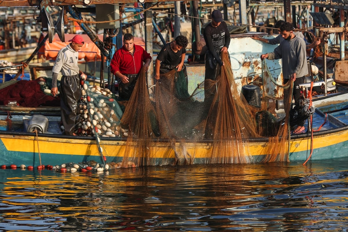 Gazan fishermen are seen at coast as Israel announced to reverse latest punitive reduced fishing zone from 8 mile to 15 mile on Gaza coast after a ceasefire with Hamas, in Gaza on 3 September 2020. [Ali Jadallah - Anadolu Agency]