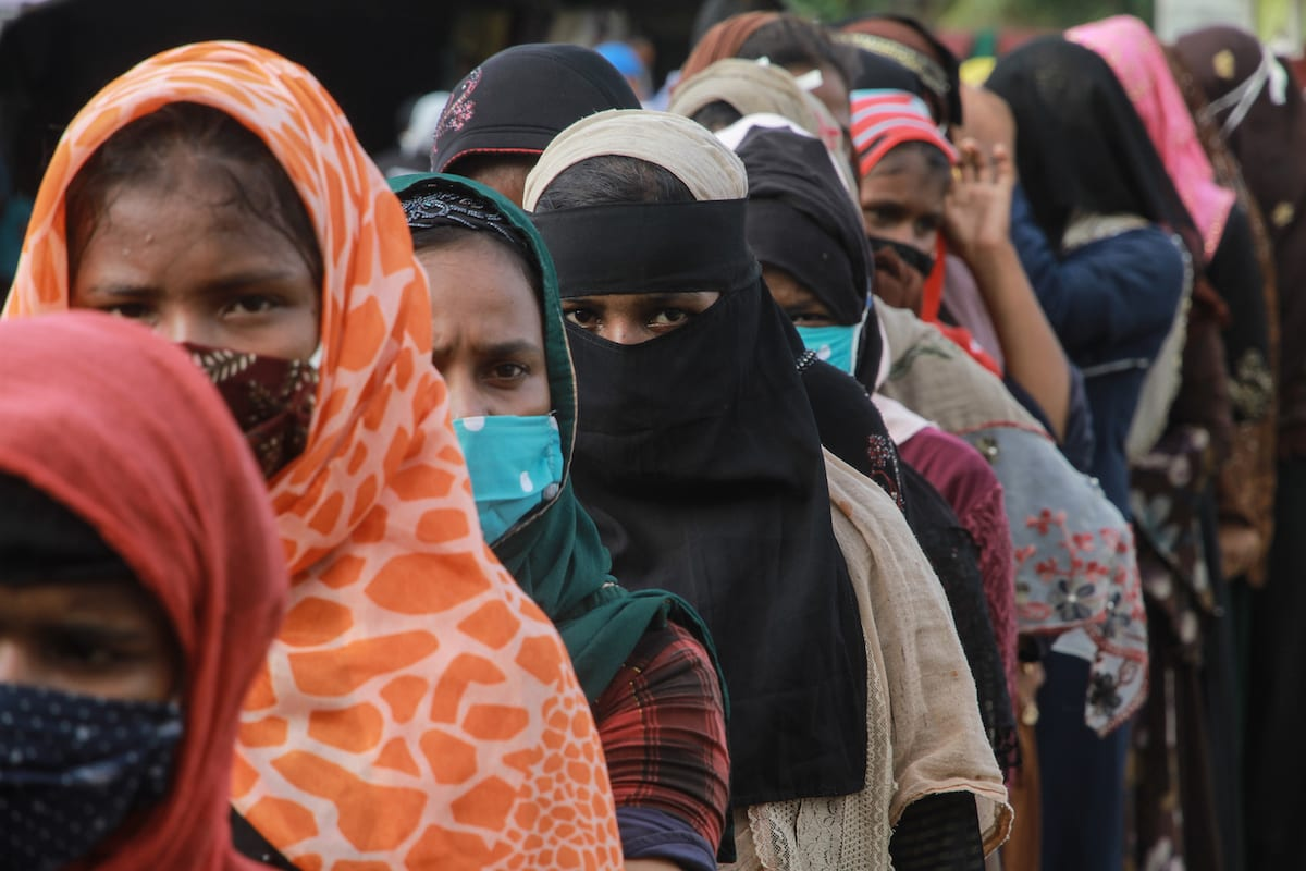 Rohingya refugee women queue for aid on 7 September 2020 [Khalis Surry/Anadolu Agency]