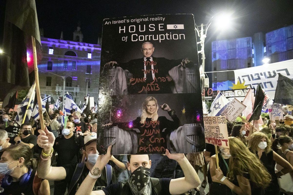 People protest against the Israeli Prime Minister Benjamin Netanyahu in Jerusalem on 21 September 2020 [Mostafa Alkharouf/Anadolu Agency]