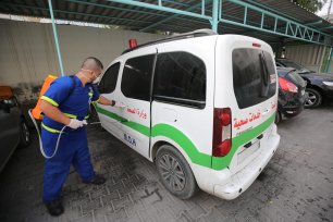 Gaza gets device to test 20,000 suspected coronavirus cases [Mohammed Asad/Middle East Monitor]