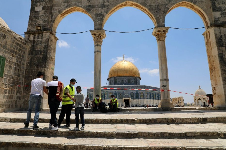 Palestinian Muslims await Friday prayers inside the al-Aqsa mosque compound in Jerusalem's Old City on 10 July 2020 [Muhammed Qarout Idkaide]