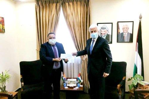 India's representative to Palestine, Sunil Kumar (L) and Palestinian Minister of Education, Marwan Awartani (R) [Twitter]