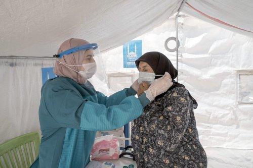 Islamic Relief volunteers take part in Covid-19 efforts in Syria [@IRWorldwide/Twitter]