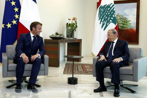 French President Emmanuel Macron (L) meets Lebanese President, Michel Aoun in Beirut, Lebanon on 1 September 2020 [Lebanese Presidency/Anadolu Agency]