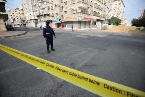 Policemen patrol the streets in Gaza to enforce the lockdown following an outbreak of the coronavirus, 23 September 2020 [Mohammed Asad/Middle East Monitor]