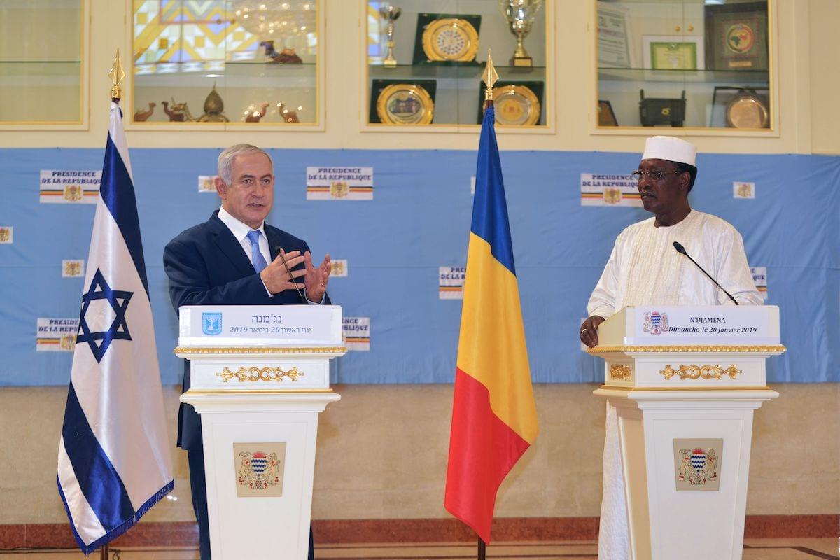 Chadian President Idriss Deby Itno (R) and Israeli Prime Minister Benjamin Netanyahu on January 20, 2019 [BRAHIM ADJI/AFP via Getty Images]