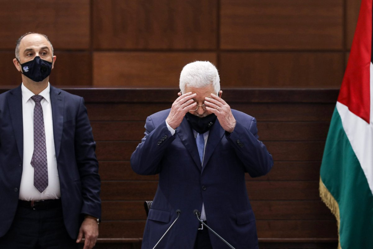 Palestinian president Mahmud Abbas (C), mask-clad due to the COVID-19 coronavirus pandemic, recites a prayer as he arrives for a meeting in the West Bank's Ramallah on September 3, 2020 [ALAA BADARNEH/POOL/AFP via Getty Images]