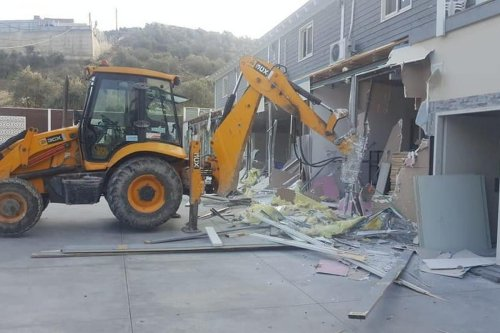 Israeli occupation forces demolished a wedding hall in the West Bank [DaysofPalestine/Twitter}