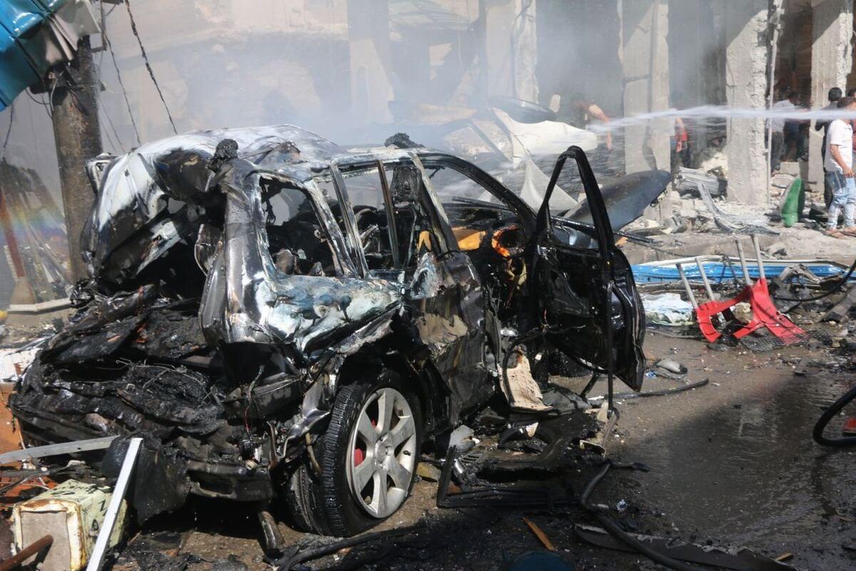 People extinguish a fire after a bomb blast in Syria's Aleppo on 6 October 2020 [Mustafa Bathiş/Anadolu Agency]