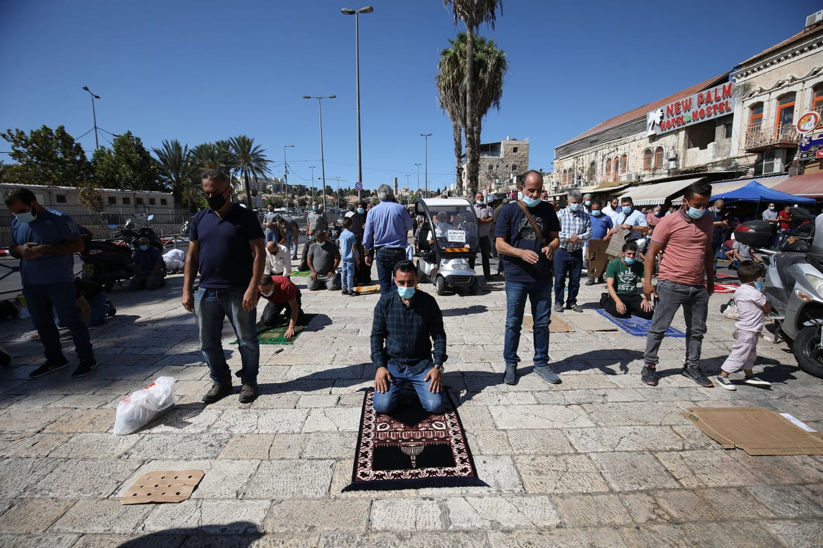 Palestinians, who weren't allowed to enter Al-Aqsa Mosque by Israeli forces, perform Friday prayer outside the Damascus Gate in Jerusalem on October 16, 2020 [Mostafa Alkharouf / Anadolu Agency]