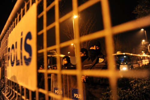 Turkish riot police stand guard in front of the Egyptian consulate in Istanbul on 2 February 2011 [BULENT KILIC/AFP/Getty Images]