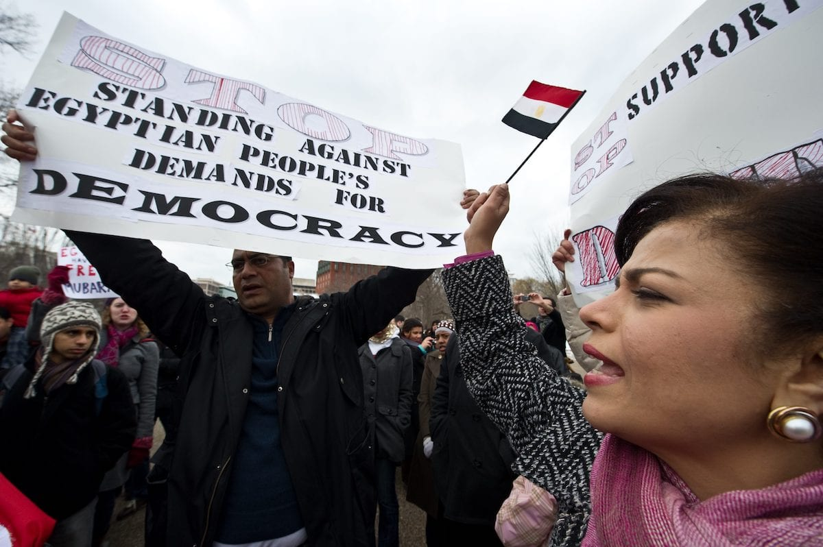 People demonstrate in support of the Egyptian people's protests against the regime of President Hosni Mubarak in front of the White House in Washington on 29 January 2011. [NICHOLAS KAMM/AFP via Getty Images]
