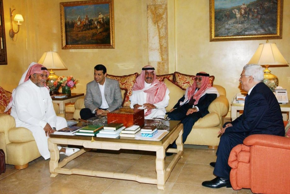 Palestinian President Mahmoud Abbas meets Emir Bandar Bin Sultan on 9 February 2007 in Mecca, Saudi Arabia. [Omar Rashidi-PPO via Getty Images]