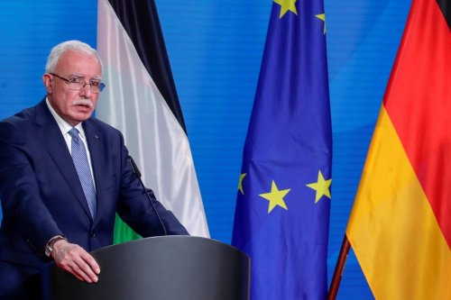 Palestinian Foreign Minister Riyad al-Maliki hold a press conference in Berlin, Germany November 17, 2020 [REUTERS/Hannibal Hanschke/Pool/Anadolu Agency]
