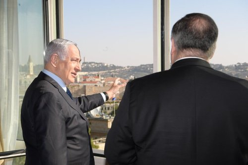 US Secretary of State Mike Pompeo (R) and Israeli Prime Minister Benjamin Netanyahu (L) in Jerusalem on 19 November 2020 [IL Prime Ministry/Anadolu Agency]