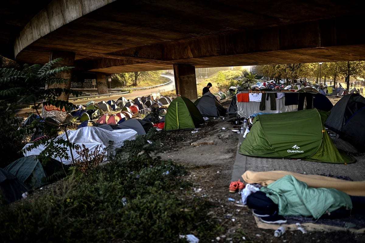 General view of a makeshift migrant camp in Paris on 16 September 2020 [CHRISTOPHE ARCHAMBAULT/AFP/Getty Images]