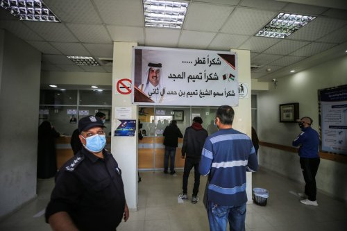 Palestinians arrive at post office to receive the financial aid of Qatar in Gaza City, Gaza on 3 December 2020. [Ali Jadallah - Anadolu Agency]
