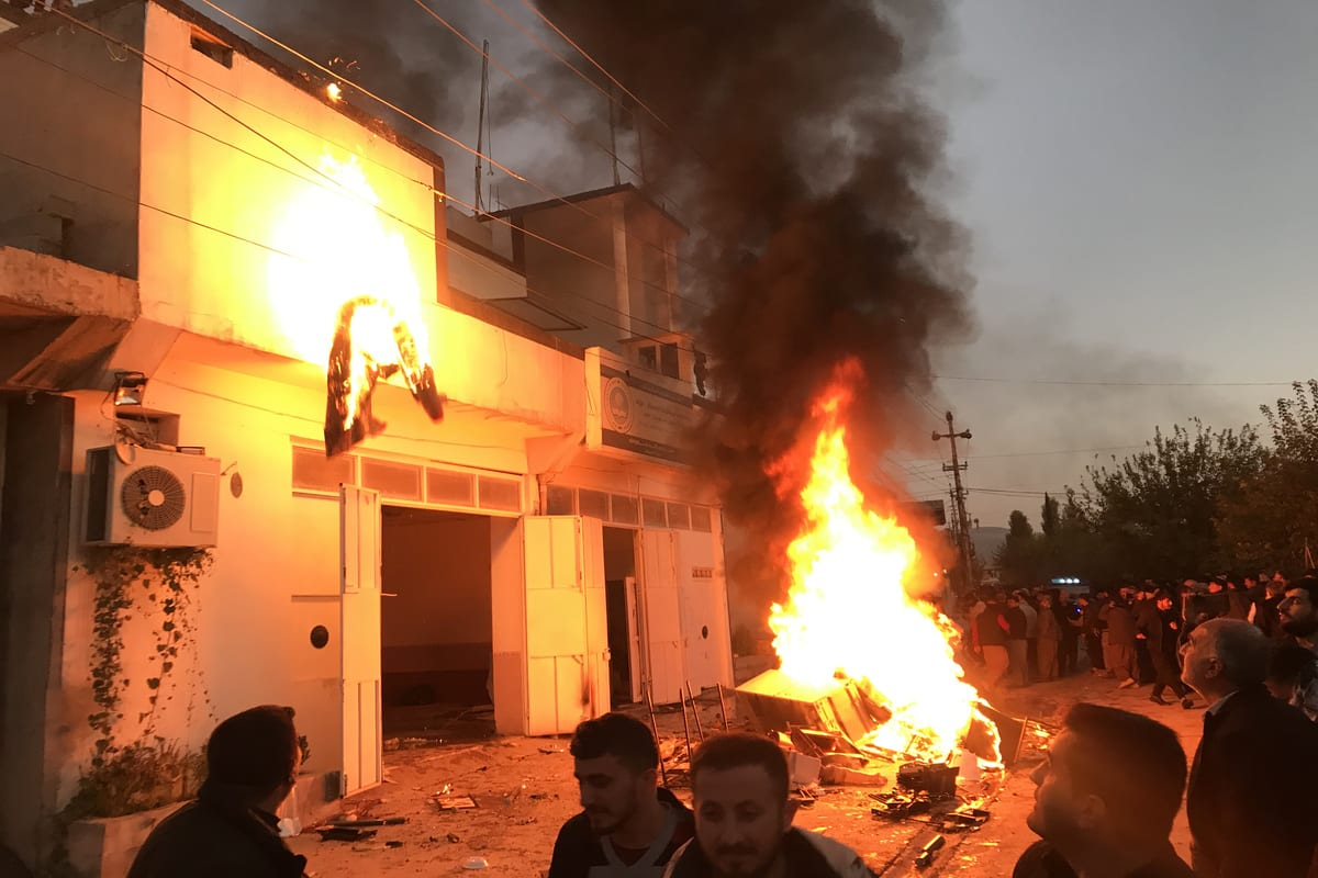 Protesters set fire to some political party buildings and government offices in Sarezur town during protests due to delays in salary payments in Halabja, Iraq on 8 December 2020. [Fariq Faraj Mahmood - Anadolu Agency]