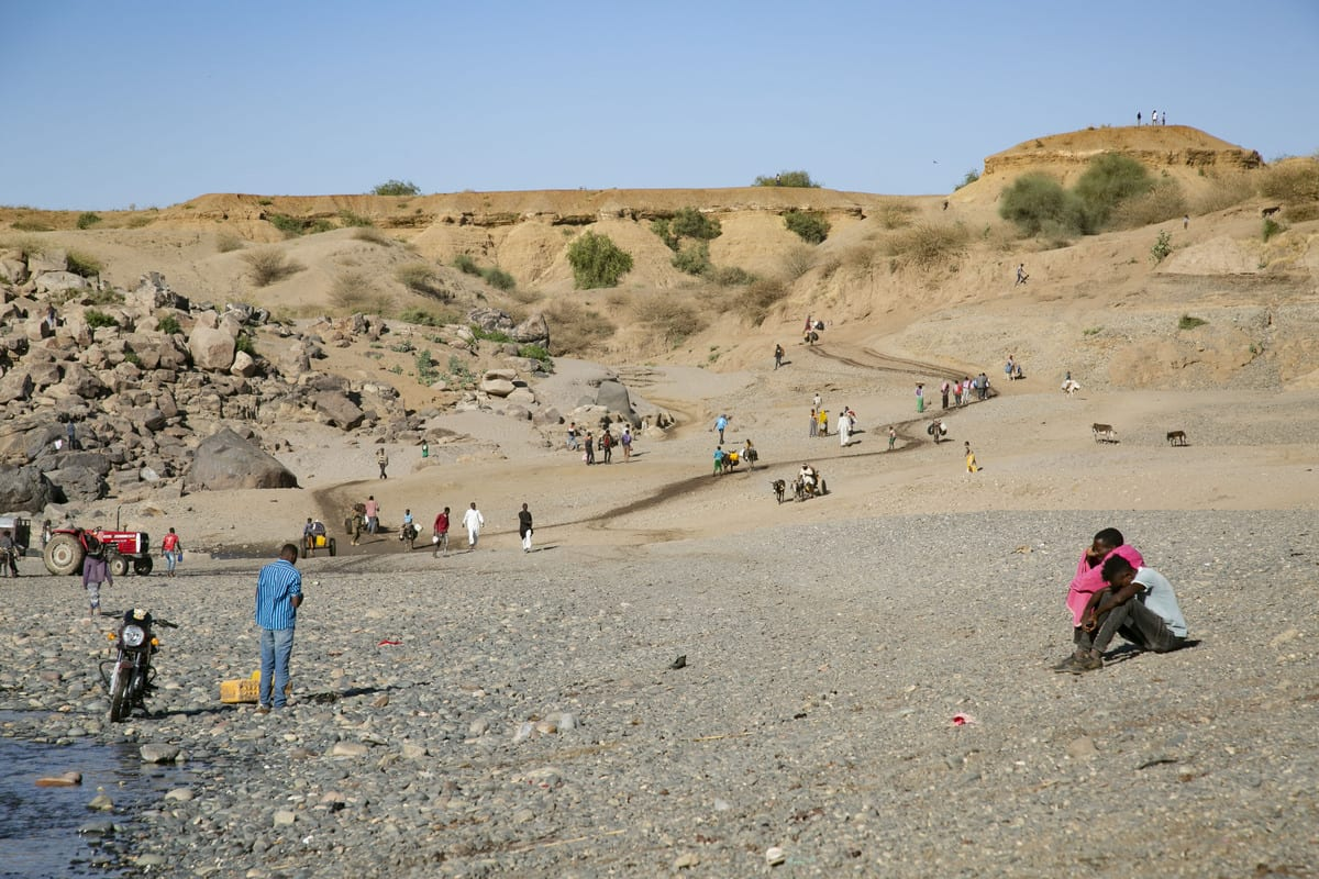 Ethiopians who fled due to the Tigray conflicts and took shelter in Sudan, are seen as they reach the sides of Tezeke River in Sudan on December 13, 2020 [Mahmoud Hjaj/Anadolu Agency]