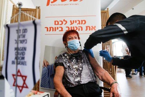 An elderly patient receives a Pfizer-BioNTech coronavirus (COVID-19) vaccine at Mishan Efal Nursing Home, in Tel Aviv, Israel on December 23, 2020 [Nir Keidar / Anadolu Agency]