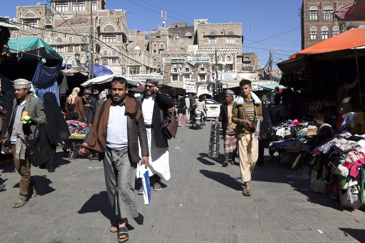 People without mask do shopping as they do not pay attention to social distance at Suq al-Milh amid coronavirus (Covid-19) pandemic in Sanaa, Yemen on December 27, 2020 [Mohammed Hamoud / Anadolu Agency]