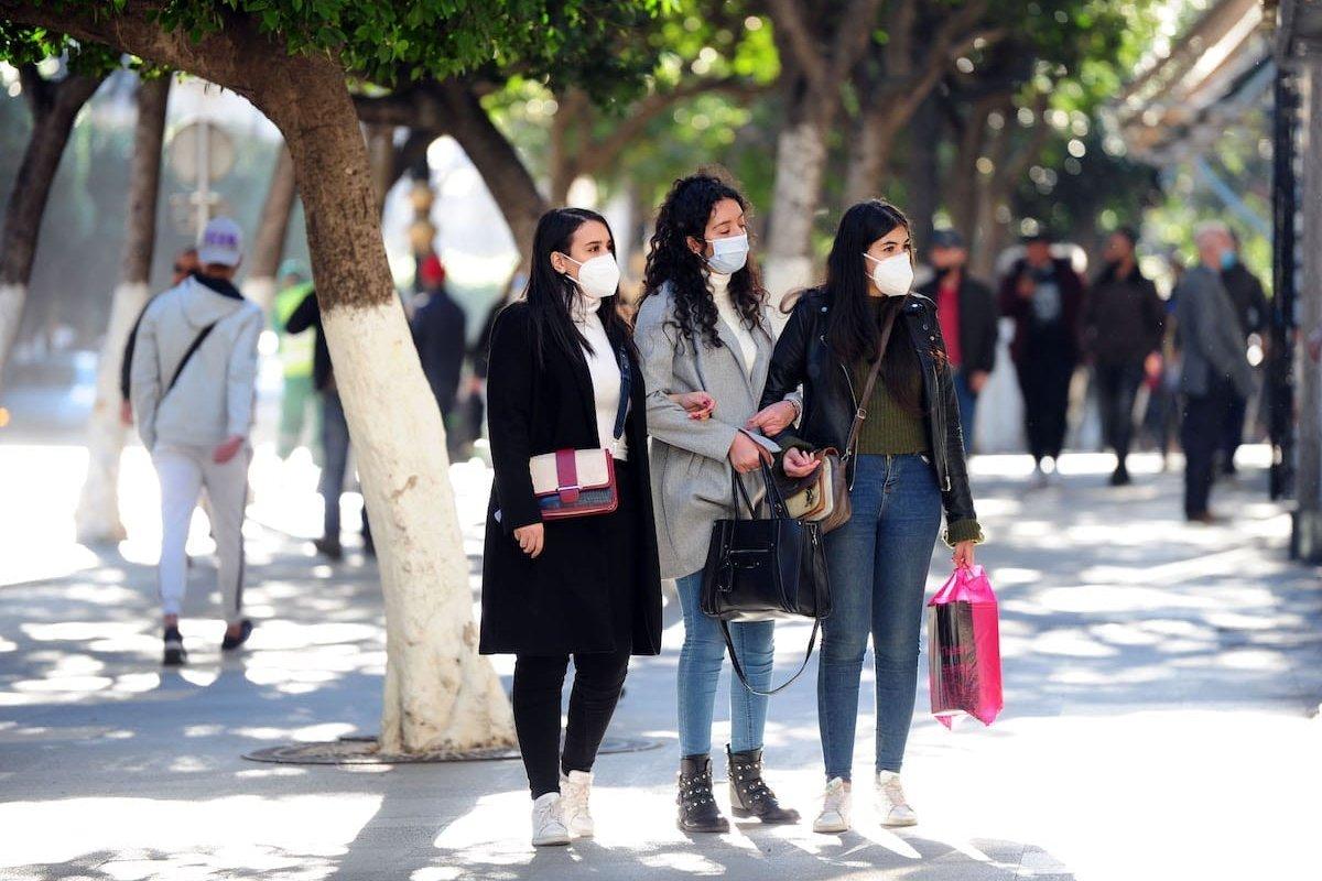 Algerians wear face masks in Algiers, Algeria on 27 December 2020 [Mousaab Rouibi/Anadolu Agency]