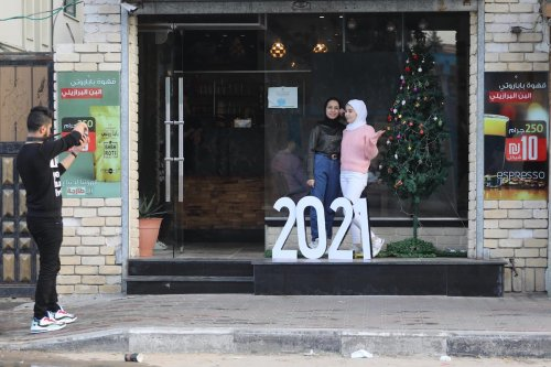 Palestinians in the final hours of 2020 as Gaza prepares for 2021 in Gaza on 31 December 2020 [Mohammed Asad/Middle East Monitor]