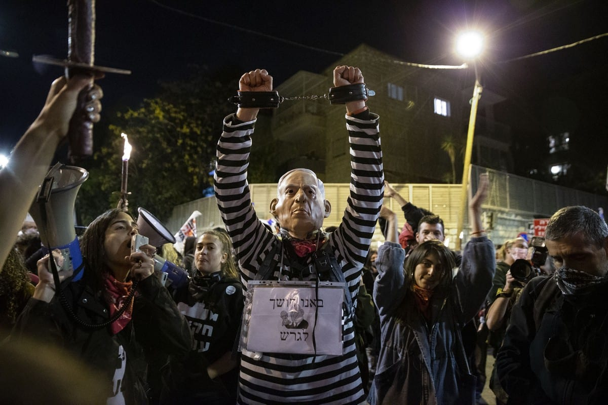 People protest against the Israeli Prime Minister Benjamin Netanyahu, demanding his resignation over corruption cases and his failure to combat the new type of coronavirus (Covid-19) pandemic in West Jerusalem on 12 December 2020. [Mostafa Alkharouf - Anadolu Agency]