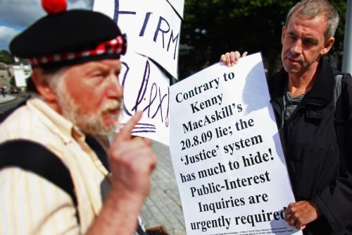 Protestors demonstrate their feelings outside of the Scottish Parliament ahead of Kenny MacAskill statement on August 24, 2009 in Edinburgh, Scotland [Jeff J Mitchell/Getty Images]