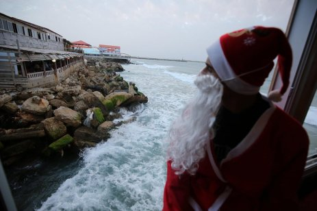 Palestinians prepare for Christmas with their very own Santa Claus!