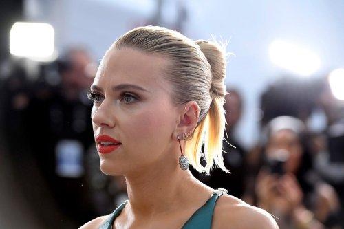 Scarlett Johansson in Los Angeles, California on 19 January 2020 [Frazer Harrison/Getty Images]