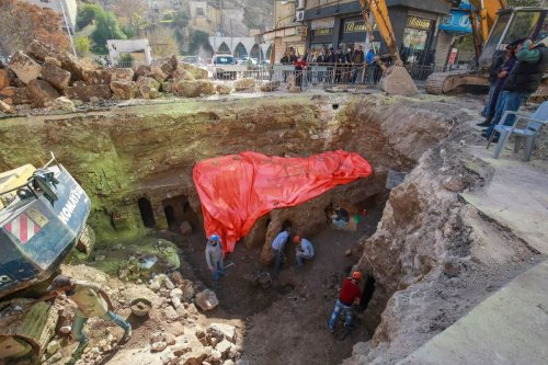 Workers uncover the ruins of a recently discovered Roman archaeological site in the Jordanian capital Amman, on December 14, 2020 [KHALIL MAZRAAWI/afp/AFP via Getty Images]
