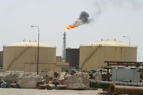 A general view of the Shuaiba oil refinery near the southern Iraqi port city of Basra 17 June 2003 [AHMAD AL-RUBAYE/AFP via Getty Images]