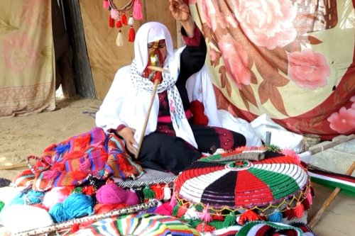Palestinian Bedouin keeps weaving traditions