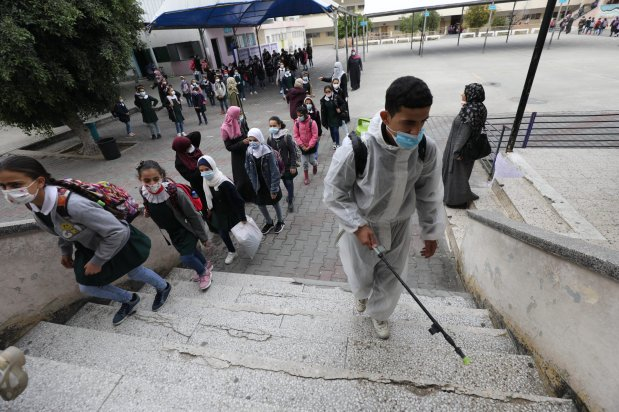 Gaza reopens primary schools following covid lockdown [Mohammed Asad/Middle East Monitor]