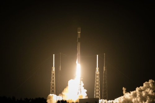"""New Turkish satellite """"Turksat 5A"""" carried by a SpaceX Falcon 9 rocket lifts off from Space Launch Complex 40 (SLC-40) at Cape Canaveral Space Force Station in Florida, US on 7 January 2021 [Eva Marie Uzcategui Trinkl/Anadolu Agency]"""