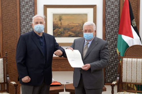 Palestinian President, Mahmoud Abbas (R) signs the decree for holding parliamentary, presidential elections on May 22, July 31, respectively, after meeting with Chairman of the Palestinian Central Elections Commission Hanna Nasser (L) in Ramallah, West Bank on January 15, 2021. [Palestinian Presidency / Handout - Anadolu Agency]