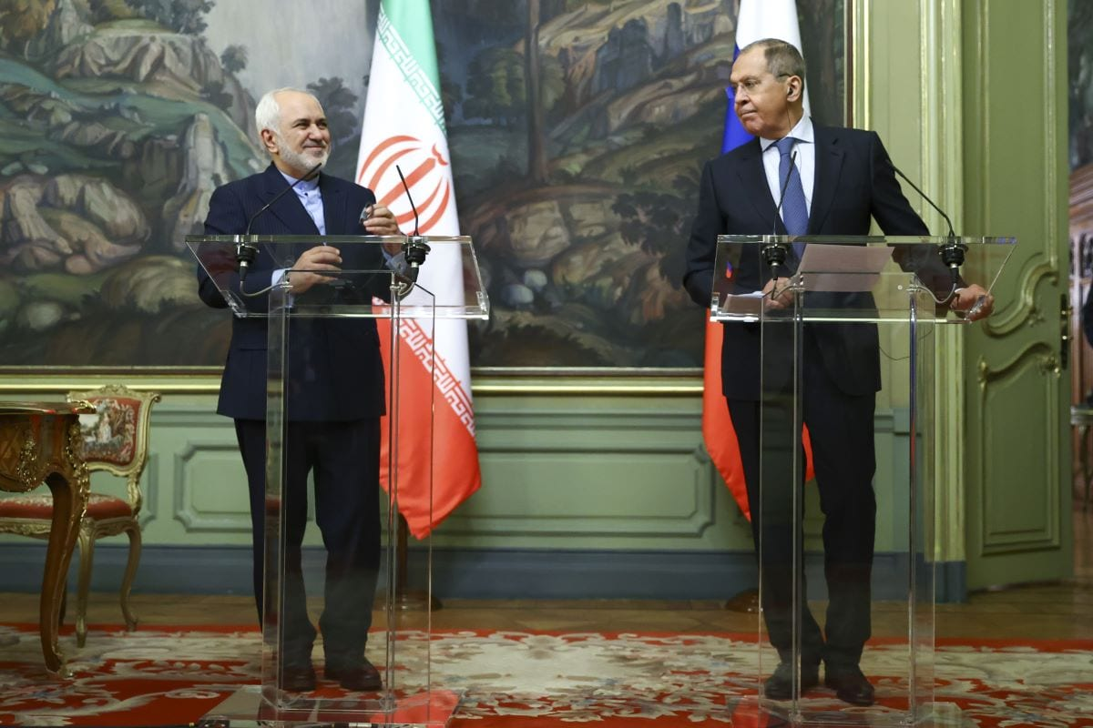 Russian Foreign Minister Sergey Lavrov (R) and Iranian Foreign Minister Javad Zarif (L) shake hands prior to their joint press conference in Moscow, Russia on January 26, 2021 [Muhabiri Russian Foreign Ministry/Handout]