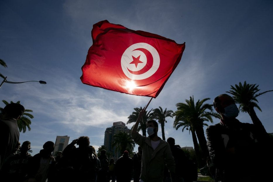 """Tunisian demonstrators gather at Avenue Mohammed V and march to Avenue Habib Bourguiba during a rally to protest against """"police repression"""" and demand the release of demonstrators detained in recent days in capital Tunis on 30 January 2021. [Yassine Gaidi - Anadolu Agency]"""