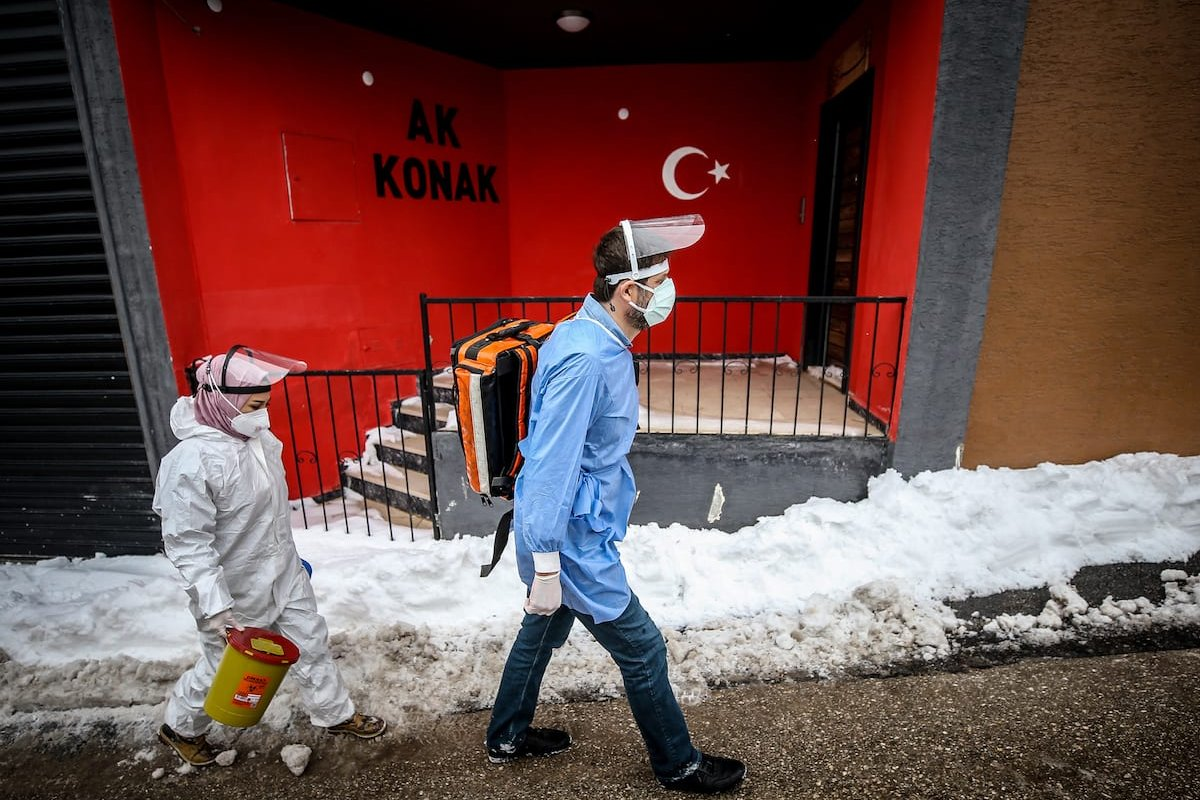 Health workers who continue to work as part of the fight against the new type of coronavirus COVID-19 in Bursa [Sergen Sezgin/Anadolu Agency]