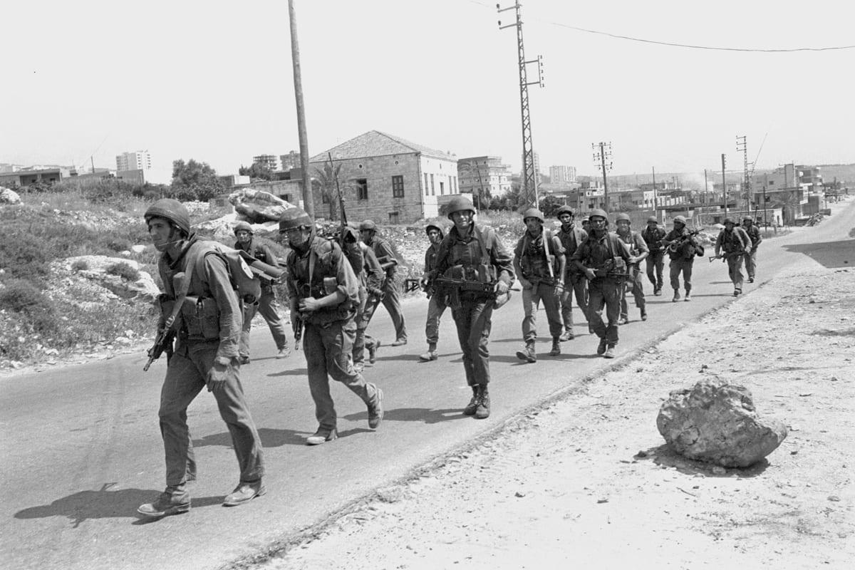 Israeli troops seen in Lebanon during the 1982 Lebanon War [Michael Zarfati / IDF Spokesperson's Unit / Wikimedia]
