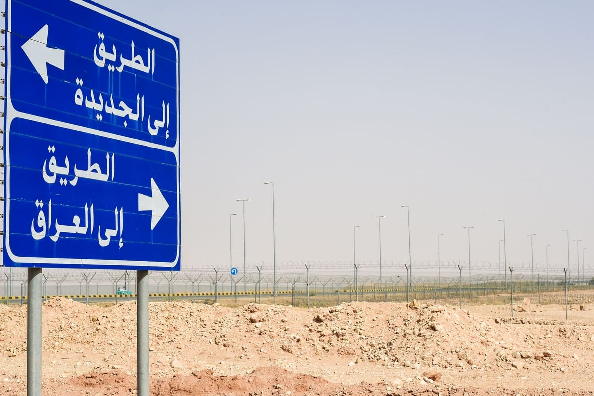 Road sign reading 'Road to Jeddah' and 'Road to Iraq' at the Iraqi-Saudi border on 12 March 2017 [FAYEZ NURELDINE/AFP/Getty Images]