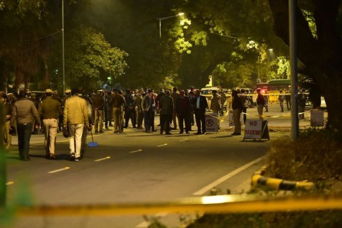 Indian security officials examine at the site of an low-intensity IED blast near the Israeli embassy in New Delhi, India on January 29, 2021 [Imtiyaz Khan/Anadolu Agency]