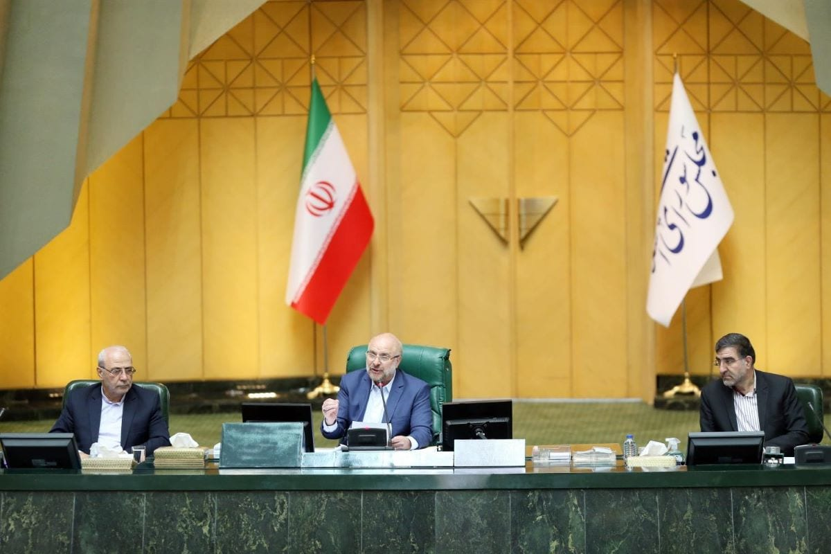 Iranian Parliament speaker Mohammad Bagher Ghalibaf (C) chairing a parliament session in the capital Tehra [ICANA NEWS AGENCY/AFP via Getty Images]