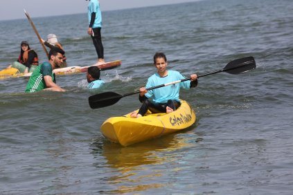 Palestine Sailing and Rowing Federation holds an exercise for youth in Gaza [Mohammed Asad/Middle East Monitor]