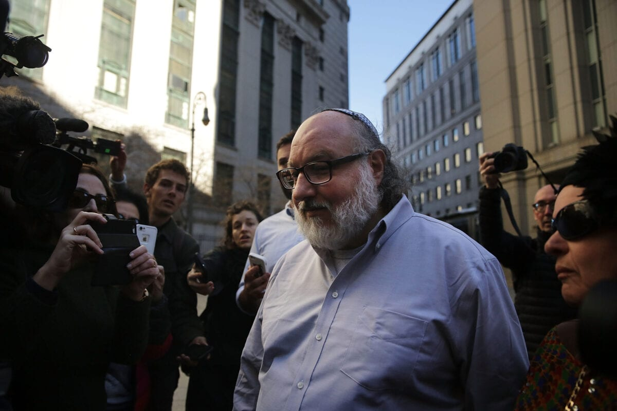 Jonathan Pollard, the American convicted of spying for Israel, leaves a New York court house following his release from prison early on Friday after 30 years on November 20, 2015 in New York, New York [Spencer Platt/Getty Images]