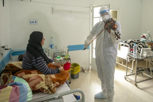 Tunisia doctor's violin lifts the spirits of covid patients