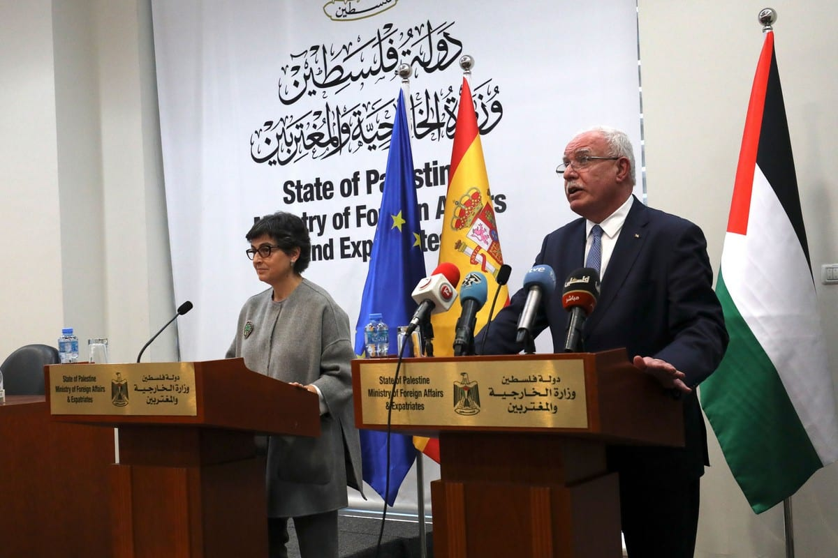 Spanish Foreign Minister Arancha Gonzalez Laya (L) and her Palestinian counterpart Riyad Al-Maliki, in the West Bank city of Ramallah, on 10 December 2020 [ABBAS MOMANI/AFP/Getty Images]
