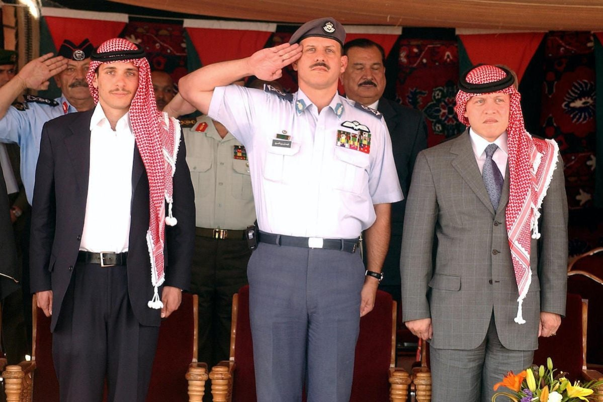 King Abdullah II of Jordan (R) and his brothers Crown Prince Hamzah (L) and Prince Faisal attend a lunch gathering held by representatives of Jordanian bedouin tribes in Amman's Royal Palace 26 May 2004. [MOHAMMED KESWANY/AFP via Getty Images]