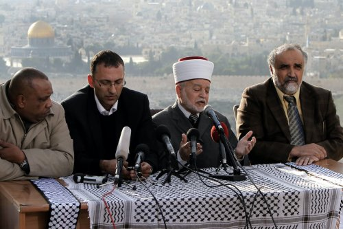 Sheikh Mohammed Hussein (second right) the Grand Mufti of Jerusalem speaks during a press conference to support the Palestinian UN bid for observer state status, in Jerusalem on 26 Nov. 2012. [Mahfouz Abu Turk/Apaimages]